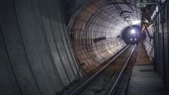Трима от протестиращите спряха тока на метростанция СУ за няколко минути