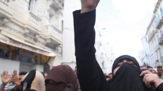 Ислямистите в Тунис обещават да допуснат жени в управлението