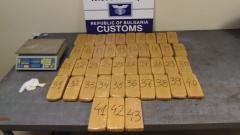 Хероин за 2 млн. лв. откриха в тайник на български автомобил