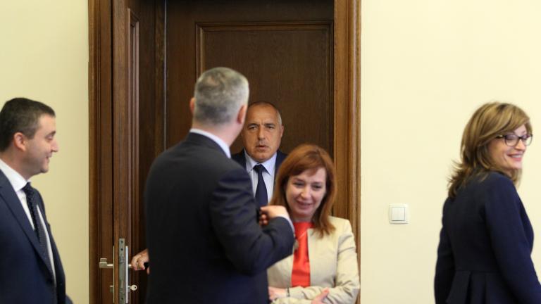 Кабинетът реши да даде на концесия летище София, БДЖ чака парите