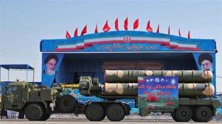 ПВО на Иран свали безпилотен самолет в центъра на Техеран