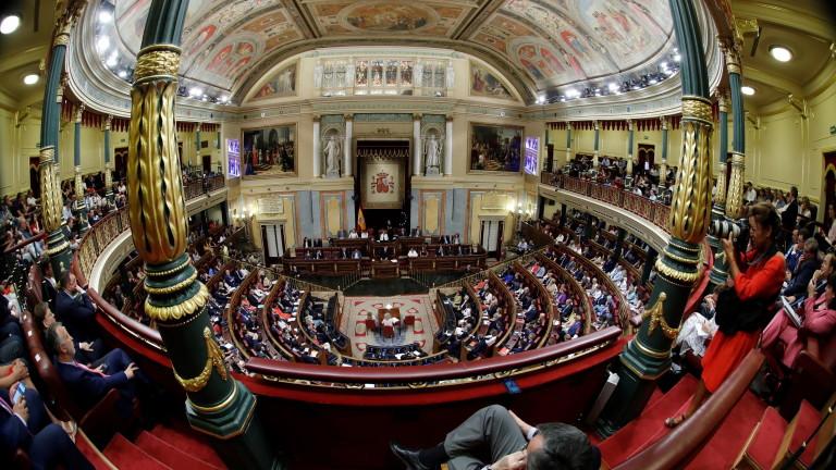 Изпълняващият длъжността премиер на Испания Педро Санчес търси одобрението на