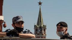 Руснаците системно отказват ваксинация дори при натиск и скок на коронавирус случаи