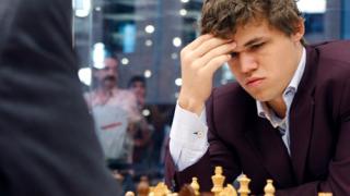 Карлсен с първа победа в мача за световната титла