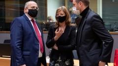 Външните министри на ЕС призоваха ЕК да продължи преговорите с производителите на ваксини