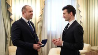 Президентът удостои цигуларя Светлин Русев с Почетния знак на държавния глава