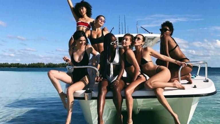 Кендъл Дженър и Бела Хадид хващат тен на Бахамите