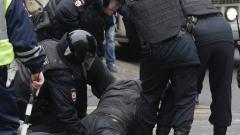 Десетки опозиционери арестувани на протест в Москва