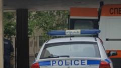 Полицията във Варна издирва шофьор, блъснал майка с дете и избягал