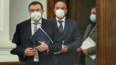 Мерките не спирали изборния процес, увери здравният министър