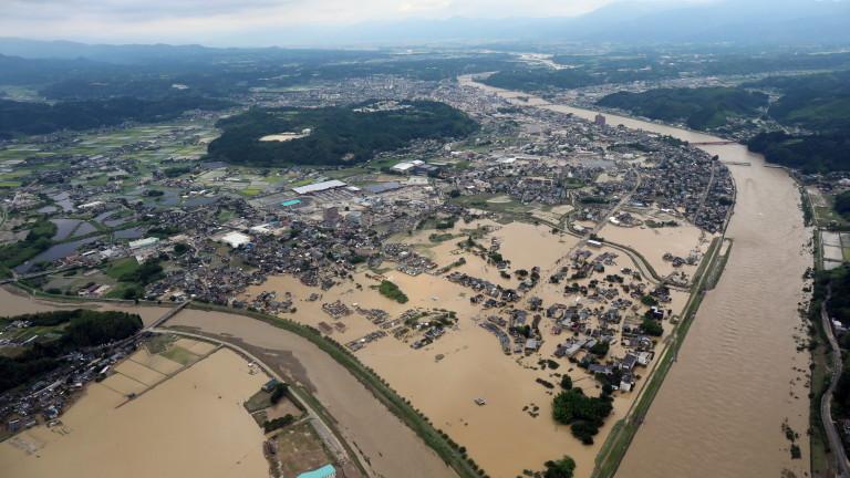 Около 203 200 души са били евакуирани от тежко пострадалите
