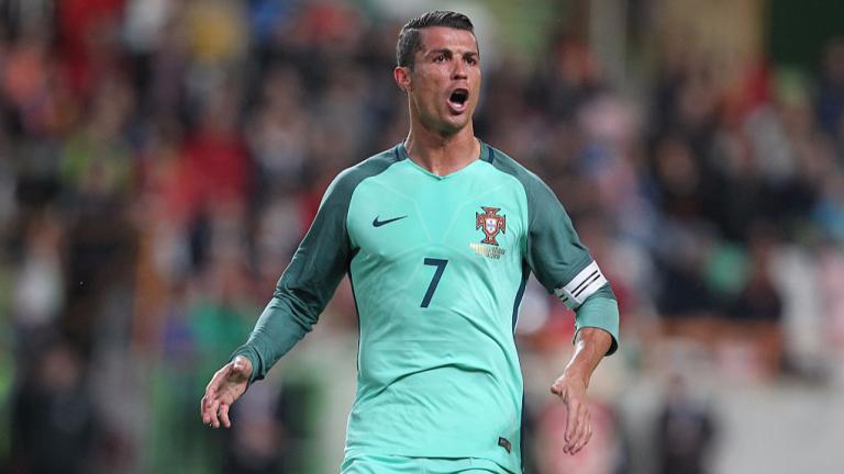 Кристиано Роналдо напусна терена още в 31-ата минута на европейската