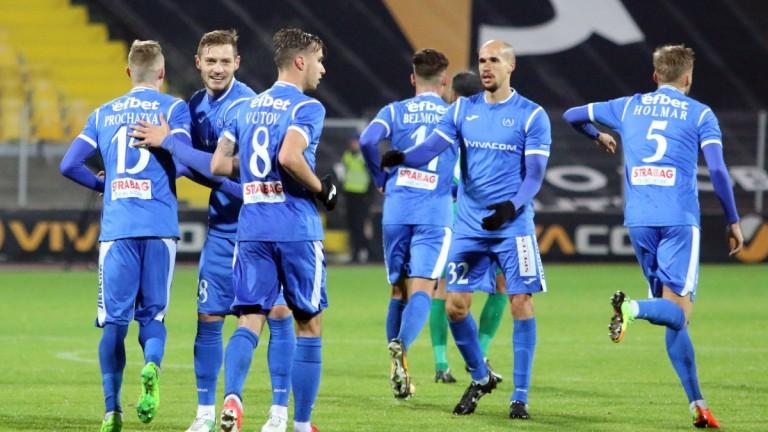 10 отбора чужденци минали през Левски