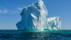 Правоъгълният айсберг, който НАСА засне