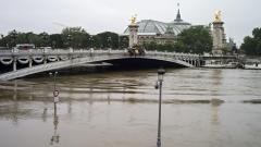 Сена достигна 6 метра, Париж застрашен