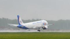 """Пътнически самолет кацна аварийно на летище """"Домодедово"""" в Москва"""