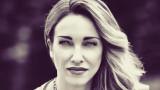 Алекс Раева посреща 40-те с рокерско яке