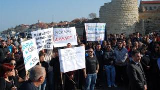 Несебърлии спират булдозерите с декларация