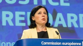 Еврокомисар Вера Юрова се заема с партийните субсидии след сигнала на БСП към ЕК