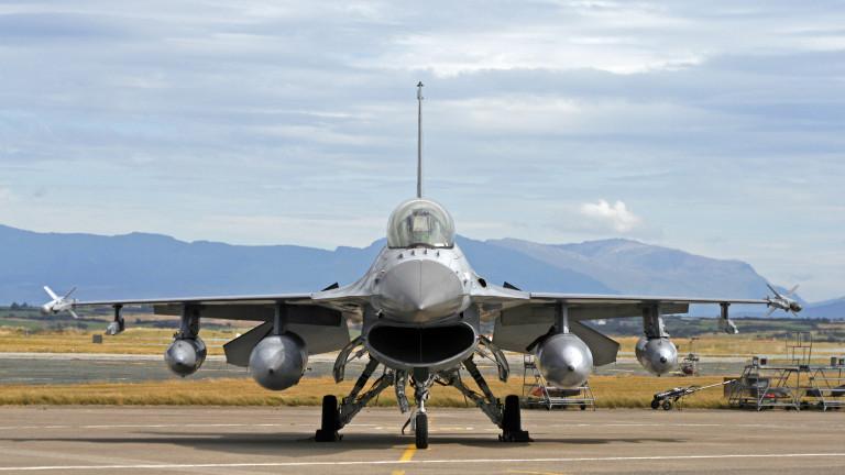 СДС подкрепя покупката на 8-те изтребителя Ф-16