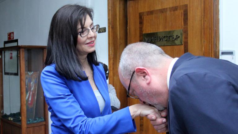 Кунева е едно от най-добрите интелектуални бижута, обяви Танев при сдаването на поста