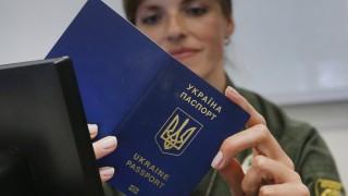 От днес украинците пътуват без визи в ЕС