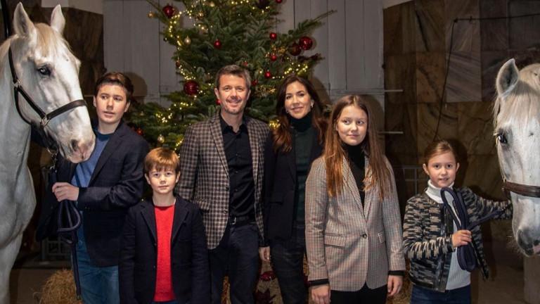Коледното настроение на датското кралско семейство