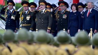 Лукашенко изкара в Минск хиляди войници на парад за Деня на победата