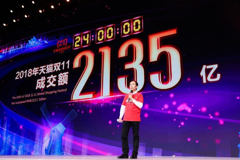 Изпълнителният директор на Alibaba Даниел Жанг има тежката задача да продължи страхотния успех на гиганта в онлайн търговията