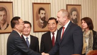 Румен Радев предлага пряка авиолиния София-Пекин