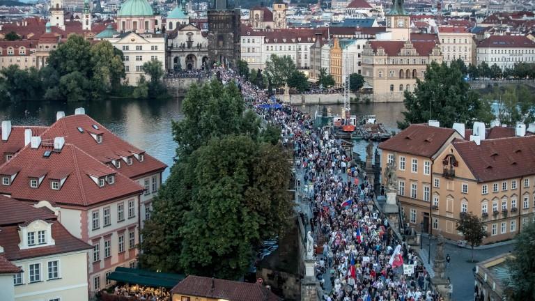 Близо 5000 души протестираха вчера в Прага срещу чешкия президент