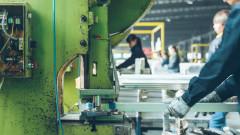 Заводите в еврозоната продължават да забавят дейност