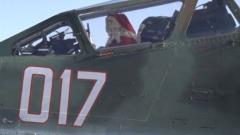 Дядо Коледа кацна с щурмови самолет
