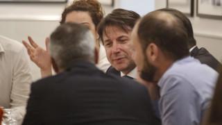 Край на политическата криза в Италия, популистите поемат управлението