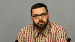 Борисов протягал ръка към Слави Трифонов с партийната субсидия от 1 лв.