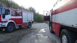 Три пожарни гасят пожар в къща в Ново село