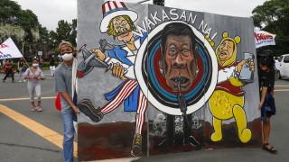 Хиляди протестиращи във Филипините настояват за съд за Дутерте след изтичане на мандата му