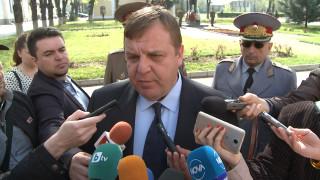 Каракачанов: Армията не трябва да реагира като пожарна команда