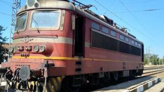 Локомотив пламна на гарата в Карнобат