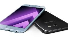 Samsung пуска нови три по-евтини и водоустойчиви смартфона