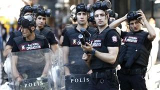 Полицията в Истанбул стреля с гумени куршуми срещу гей шествие