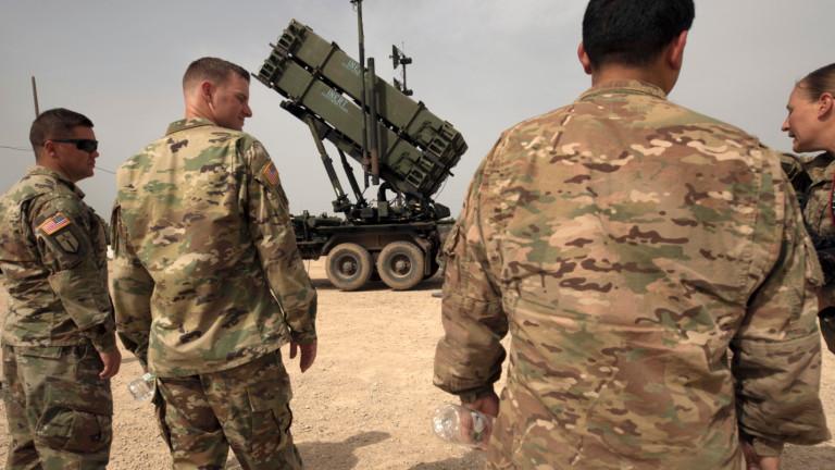 """Пентагонът прехвърля """"Пейтриът"""" в Ирак и предупреди Иран за ответни удари"""