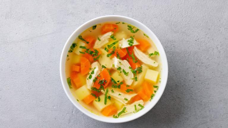 Лекува ли пилешката супа настинка