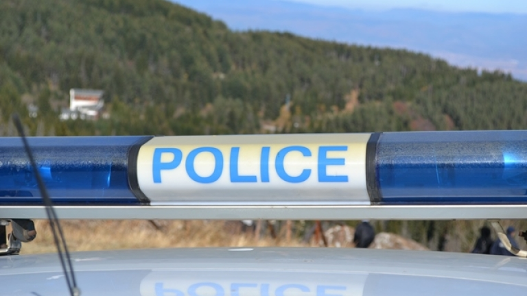 Арестуваха двама, заплашили шофьор с пистолет