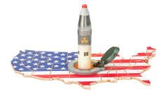 За първи път от 41 г. в САЩ бистрят кой има власт да използва ядрения арсенал