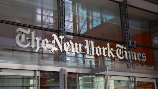 """Китай принуди """"Епъл"""" да премахне приложение на вестник """"Ню Йорк таймс"""""""