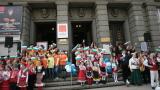 Деца поздравиха столичани с патриотичен рецитал на открито