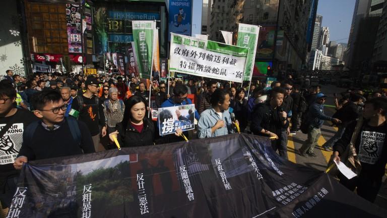 Хиляди протестират по улиците на Хонконг срещу новините закони за екстрадиция