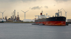 Петролът изпраща най-лошото тримесечие от 2014 година насам