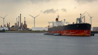 Двете държави, които ще купуват петрол от Иран и след санкциите